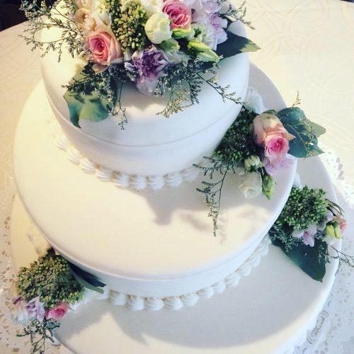 torta sposi con fiori